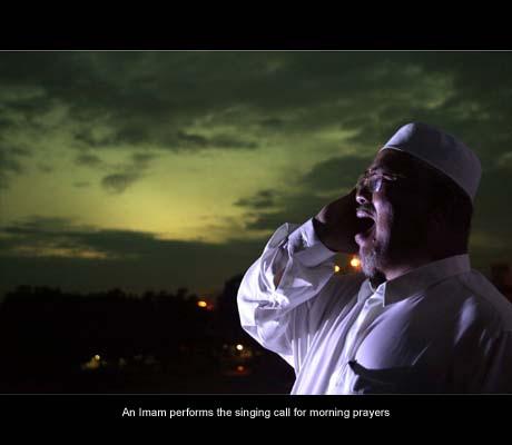 azan Petua Ketua Bilal Masjidil Haram jaga suara